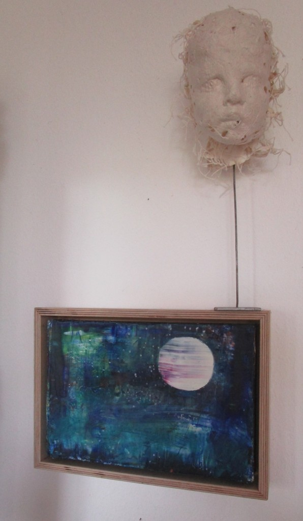 nachdenklicher Putto, Papierobjekt ca. 20 x 20 x 20 cm